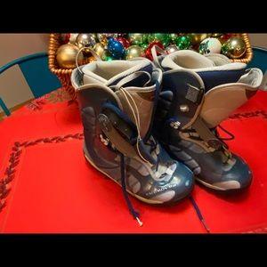 Women's 9 Salomon Snowboard Boots